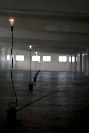 """Technische Realisierung einer von Gerfried Stocker (Künstlerischer Leiter der ARS Electronica Linz Gmbh) konzeptionierten reaktiven Lichtskulptur im Rahmen des ARS Electronica Festivals 2010 """"Repair"""""""